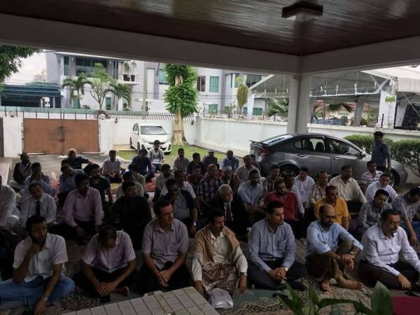 طلاب اليمن في ماليزيا يدشنون مرحلة الاعتصامات التصعيدية والمفتوحة