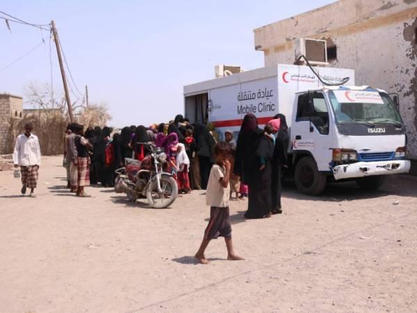 العيادة المتنقلة لـ&#34الهلال الأحمر&#34 تعالج 4486 حالة مرضية في مديرية الخوخة بالساحل الغربي