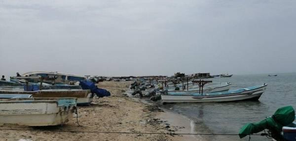 الساحل الغربي.. موسم الرياح بالمخا يوقف الصيادين عن أعمالهم